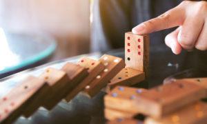 Como jugar al domino