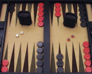 como jugar al backgammon